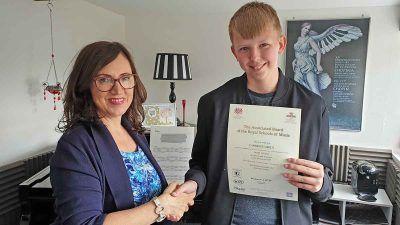 Anna Peszko presenting ABRSM disctintion certificate